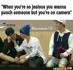 Hahaha ikon B.I and Bobby