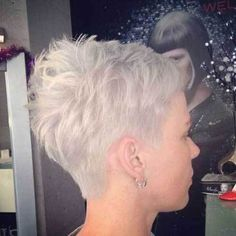 - Peinados y pelo 2017 para hombre y mujeres Haircut Styles For Women, Haircut For Older Women, Short Haircut Styles, Short Pixie Haircuts, Short Hair Cuts For Women, Short Hairstyles For Women, Short Cuts, Layered Haircuts, Wavy Bob Hairstyles