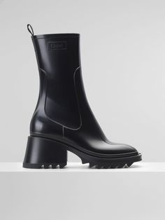 Betty rain boots in PVC by Chloé I #osvgallery High Ankle Boots, Lace Up Boots, Leather Boots, Heeled Boots, Leather Sandals, Hunter Boots Outfit, Hunter Rain Boots, Chloe Boots, Chelsea