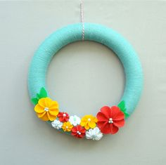 sooo cute! Yarn wrapped foam wreath, felt flowers and leaves, pins with pearls heads in the flowers