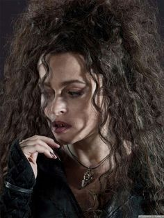 The incredible Helena Bonham Carter as crazy witch Bellatrix Lestrange. Could be one of the best Characters ever Bellatrix Lestrange, Lestrange Harry Potter, Harry Potter Cast, Harry Potter Characters, Harry Potter World, Voldemort, Helena Carter, Helena Bonham Carter, Hogwarts