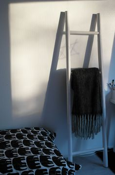 Finlayson Elefantti posteljnino najdete tudi na www.formadoma.eu Ladder Decor, Blanket, Home Decor, Self, Decoration Home, Room Decor, Blankets, Cover, Home Interior Design