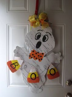 Halloween/Thanksgiving Door Hanger by WiredupbyMellie Mummy Crafts, Halloween Wood Crafts, Halloween Signs, Halloween Projects, Fall Crafts, Fall Halloween, Holiday Crafts, Halloween Decorations, Diy Crafts