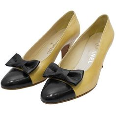 Preowned 1980's Chanel Beige Leather Pumps With Black Toe Cap & Bow ($225) ❤ liked on Polyvore featuring shoes, pumps, black, beige leather pumps, vintage shoes, vintage pumps, black leather pumps and mid-heel pumps