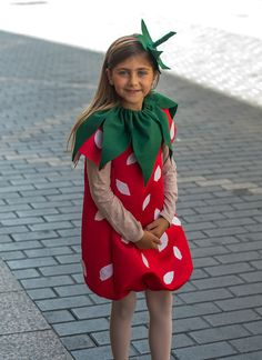 Vamos a hacer un disfraz de fresa Diy, con tela especial para disfraz y un poco de fieltro, hacemos una fresa de lo mas original y fácil.
