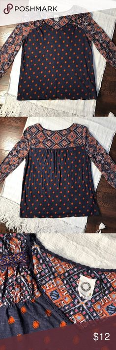 Anthropologie Akemi + Kin Top Anthro Akemi + Kim slight V-Neck 3/4 sleeve. Detail at top shoulder shown in pic 3. Well loved and in good condition. Size M. Anthropologie Tops Tees - Long Sleeve
