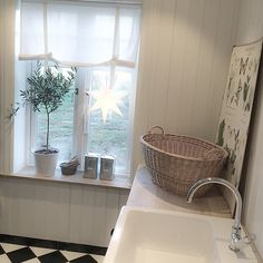 Lantlig tvättstuga. Olivträd. Skolplansch. Swedish House, Laundry Room, Bathtub, Bathrooms, Room Ideas, Inspiration, Summer, Style, Standing Bath