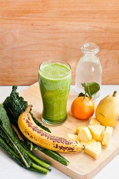 Yummy saturday morning smoothie: Kale Sunrise Green Smoothie by Cafe Johnsonia