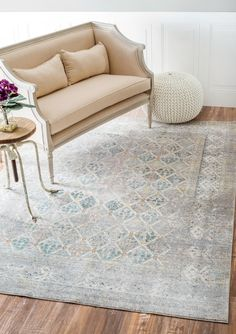 Vintage Trellis Rug: Bring a beautiful addition to your room when you pick up this machine made
