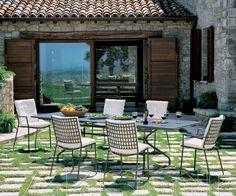 VERANDA Sedia e poltroncina Veranda di Emu. Disponibile in tre diverse colorazioni. Possibilità di aggiunta cuscino seduta e schienale. http://www.masonionline.it/esterno/sedie-sgabelli/veranda