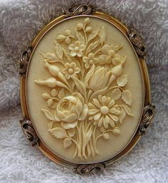 Victorian Ivory Cameo of a bouquet of flowers in 15 K gold frame , France c.1860-1879