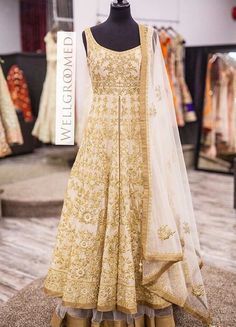 """Fashion is what you buy, Style is what you do with it"" There are endless… Pakistani Wedding Dresses, Indian Wedding Outfits, Pakistani Outfits, Bridal Outfits, Indian Outfits, Indian Weddings, Bridal Gowns, Punjabi Fashion, India Fashion"