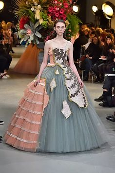 Victor Rolf Haute Couture Spring Summer 2017 Paris January 2017 deconstructed ballgown in pink, gray and silver. Fashion Details, Love Fashion, High Fashion, Fashion Show, Fashion Design, Fashion Studio, Issey Miyake, Couture Fashion, Runway Fashion