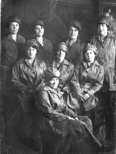 Munition workers at the Greycaine factory
