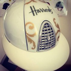 Look for KEP Italia also at Harrod's!! One of the most prestigious shopping destination of the world, situated in South Kensington / London, is now also displaying KEP Italia helmets among its' specials! Don't miss it!