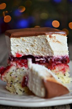 delicja makowa Składniki (forma ok. 20 cm na 25 cm) Bi… na Stylowi. Polish Desserts, Polish Recipes, Cookie Desserts, Cookie Recipes, Dessert Recipes, Delicious Desserts, Yummy Food, Specialty Cakes, How Sweet Eats