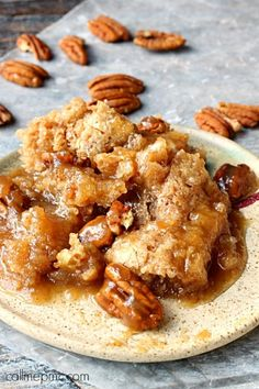 Fans of pecan pie or pecan cobbler recipes will go crazy for Pecan Cobbler Dump Cake. It's one of the best easy dump cake recipes. Southern Desserts, Köstliche Desserts, Delicious Desserts, Yummy Food, Southern Recipes, Desserts With Pecans, Recipes With Pecans, Cajun Desserts, Crock Pot Desserts