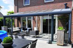 """Verleng uw zomer! u zit heerlijk in uw tuin, zelfs in de voorzomer kan dit tot in de late uurtjes, heerlijk beschut en warm. Een """"outdoor living"""". Denkit is dealer van #Pallazzo Veranda en denkt graag met u mee als het graat om de aanbouw van een #veranda. www.denkit.nl"""