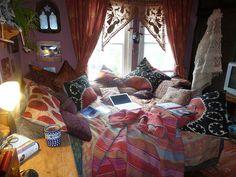 boho room, i love this style. Hippy Room, Boho Room, My New Room, My Room, Deco Boheme, Pretty Room, Aesthetic Room Decor, Dream Rooms, Cool Rooms