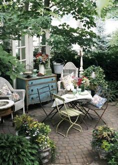 images of english country decor | beautiful english style garden, no sun,not fun, to much shade, it will all fade