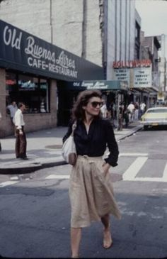 Jacqueline Onassis, NYC. Can you say timeless. This would still look great today.
