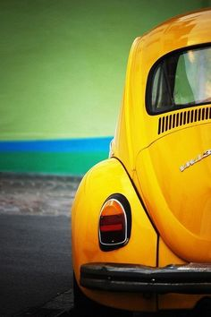 Who wants a new car? Not me, One of my all time favorite cars is the VW bug and this one is in my favorite color. Yellow Car, Yellow Submarine, Mellow Yellow, Yellow Theme, Yellow Fever, Blue Green, Purple, Meister Yoda, Van Vw