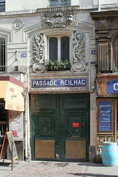 Entrée du passage Reilhac sur la rue du Faubourg-Saint-Denis  (Paris 10ème).