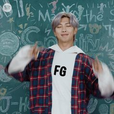 Discover & share this Spotify GIF with everyone you know. GIPHY is how you search, share, discover, and create GIFs. Foto Bts, Bts Photo, Bts Jimin, Bts Bangtan Boy, Kim Namjoon, Seokjin, Bts Pictures, Funny Photos, Kpop