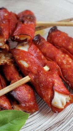 Chick-a-Roni Skewers: Bite sized Heaven On-a-Stick (low-carb) christmas fingerfood Low Carb Appetizers, Finger Food Appetizers, Yummy Appetizers, Finger Foods, Appetizer Recipes, Party Appetizers, Salami Recipes, Low Carb Recipes, Cooking Recipes