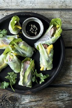 Rice paper wraps with duck and an Asian twist. Rice Paper Wraps, Coleslaw, Fresh Rolls, Tapas, Avocado, Easy Meals, Brunch, Food And Drink, Appetizers