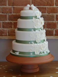 Elegant Daisy wedding Cake