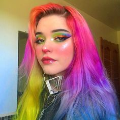 ARCTIC FOX HAIR COLOR Kinda feelin like its time to change up my hair but keep the rainbow aspect dunn. Glitter Eyeshadow, Eyeshadow Looks, Beauty Makeup, Hair Makeup, Hair Beauty, Eye Makeup, Which Hair Colour, Retro Wedding Hair, Arctic Fox Hair Color