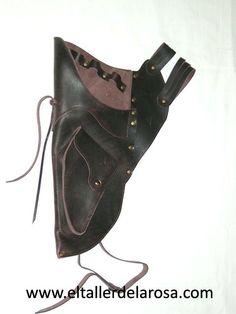 Carcaj tradicional de cinturón realizado de forma artesana en piel de vacuno de muy alta calidad y con bolsillo en la parte inferior. http://www.eltallerdelarosa.com/portaflechas/160-carcaj-de-cinturon-4502-2.html