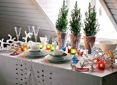 Silvester Deko ideas table decorations with glitter ornaments and candles Party Table Decorations, Christmas Table Decorations, New Years Party, New Years Eve, Home Design, Feng Shui, Simple Bathroom Designs, Winter Holiday, Holiday Ideas