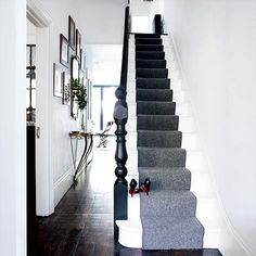 hallway A grey stair runner adds a sophisticated touch to this minimal white hallway. Photograph by Paul MasseyA grey stair runner adds a sophisticated touch to this minimal white hallway. Photograph by Paul Massey Ideal Home, Modern Hallway Design, Modern Hallway Furniture, Gray Stairs, White Stairs, Carpet Stairs, Victorian Terrace, Stairs, Stairways