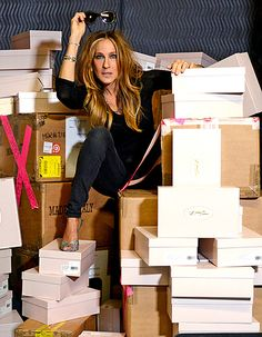 Sarah Jessica Parker Delivers Her Own SJP Collection Shoes to Bloomingdale's in NYC | FASHION NEWS & SHOPPING TRENDS
