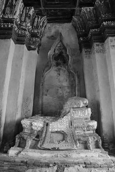 Wat Chaiwattanaram, Ayutthaya Thailand History, Buddha Temple, King Queen, Old Town, Old World, Past, Art Gallery, Old Things, Traditional
