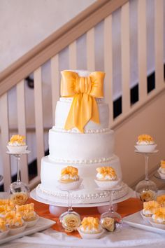 Four-tier white wedding cake with fondant bow + cupcakes to match {Limefish Studio} Bow Wedding Cakes, Wedding Cake Photos, Amazing Wedding Cakes, Elegant Wedding Cakes, Wedding Cupcakes, Marigold Wedding, Yellow Wedding, Bow Cupcakes, Fondant Bow