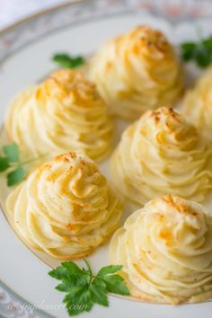 Duchess Potatoes ~ delicious mashed potatoes piped into swirls, drizzled with butter and baked to golden, puffy perfection. So easy and pretty too! Crispy Roast Potatoes, Cheesy Potatoes, Mashed Potatoes, Parmesan Potatoes, Crispy Onions, Caramelized Onions, Thanksgiving Side Dishes, Thanksgiving Recipes, Family Thanksgiving