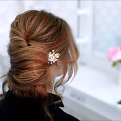 Do you wanna see more fab hairstyle ideas and tips for your wedding? Then, just visit our web site babe! Braided Hairstyles Updo, Braided Updo, Down Hairstyles, Hairstyle Ideas, Short Hair Bun, Curly Hair Updo, Short Hair Styles Easy, Curly Hair Styles, Chignon Bun