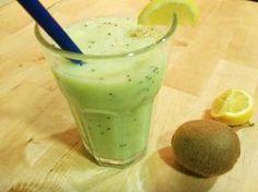 Aprende a preparar batido de manzana verde con kiwi con esta rica y fácil receta. Cada vez están más de moda los jugos verdes y es que tienen multitud de beneficios...