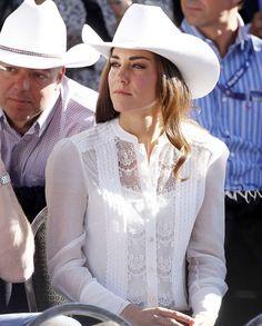 Kate Middleton, Duchess of Cambridge The Duchess, Kate And Pippa, Elisabeth Ii, Kate Middleton Style, Princesa Diana, Glamour, Princess Kate, Windsor, Nice Dresses