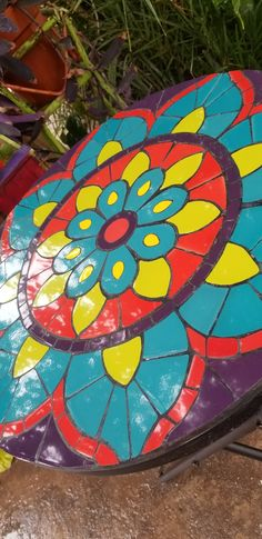 Mosaic Projects, Fun Projects, Mosaic Art, Mosaic Tiles, Round Outdoor Table, Home Crafts, Objects, Patio, Outdoor Decor