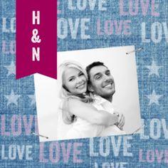 Stoere trouwkaart met jeansstof, paarse banner en eigen foto