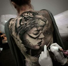 Unique Back Tattoo Designs and their Meanings Tiger tattoo design for a real tigress to threaten bad souls. Tattoo Girls, Girl Back Tattoos, Back Tattoo Women, Tattoos For Guys, Tattoos For Women, Bild Tattoos, Sexy Tattoos, Black Tattoos, Body Art Tattoos