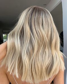 beautiful balayage and ombre hairstyles for schöne Balayage und Ombre Frisuren für 2020 beautiful balayage and ombre hairstyles for 2020 - Warm Blonde Hair, Blonde Hair Shades, Blonde Hair Looks, Blonde Hair With Highlights, Blonde Balayage, Cream Blonde Hair, Summer Blonde Hair, Aesthetic Hair, Ombre Hair