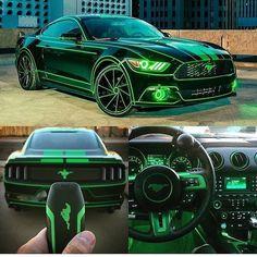 Ford Mustang: Schwarz mit neogrün