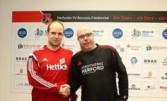Alte Bekannte: Der HSV-Vorsitzende Björn Hebbe (r.) muss Daniel Hollensteiner eigentlich nicht wirklich willkommen heißen, freut sich aber, ihn als Trainer der 1. Mannschaft verpflichtet zu haben. - Jennifer Damkröger