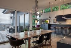 15 Charming Dining Room Designs With Antler Chandeliers