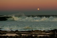 sunshine with full moon (Cascais) -photo by ivan capelo